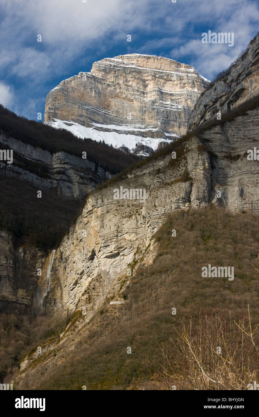 Cascade and the peak of Dent de Crolles, near Grenoble, on the east side of the Massif de La Chartreuse mountains - Stock Image