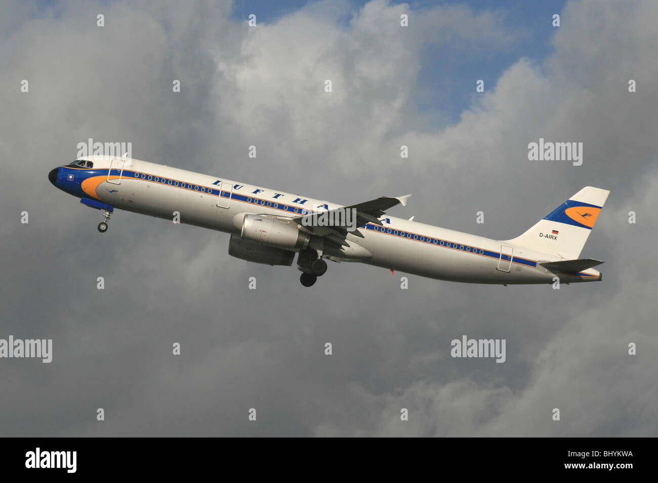LUFTHANSA AIRBUS A321 IN RETRO FIFTIES COLORS - Stock Image