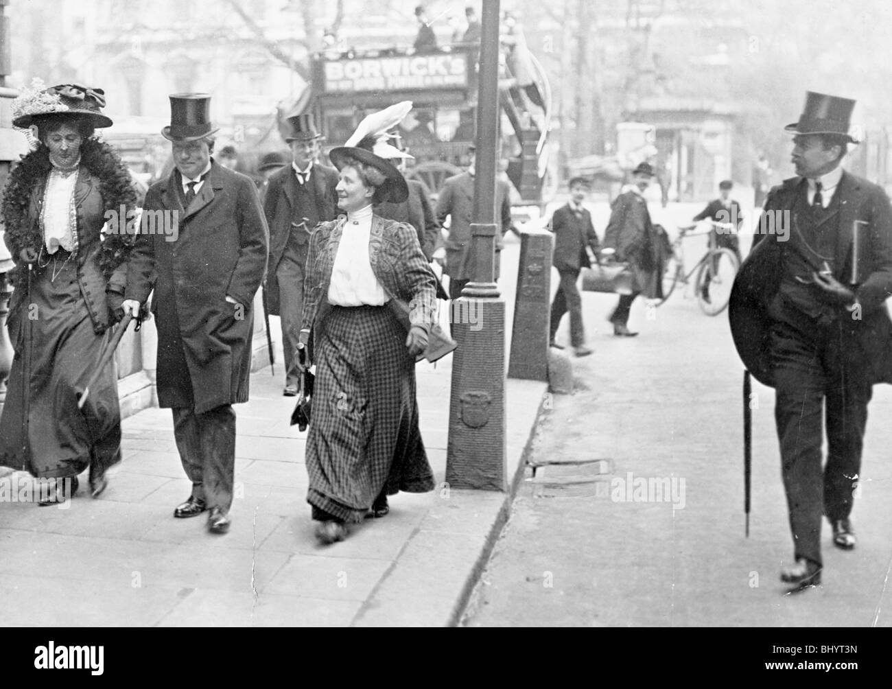 Two suffragettes with Herbert Asquith, c1910. - Stock Image