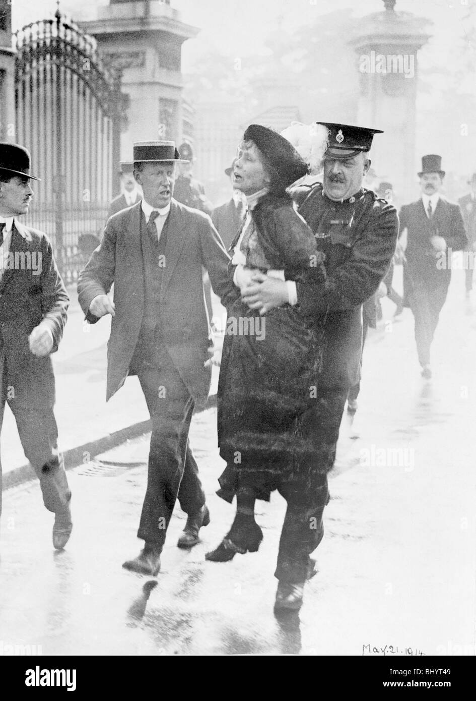 Emmeline Pankhurst arrested by Superintendent Rolfe outside Buckingham Palace, London, May 1914. - Stock Image