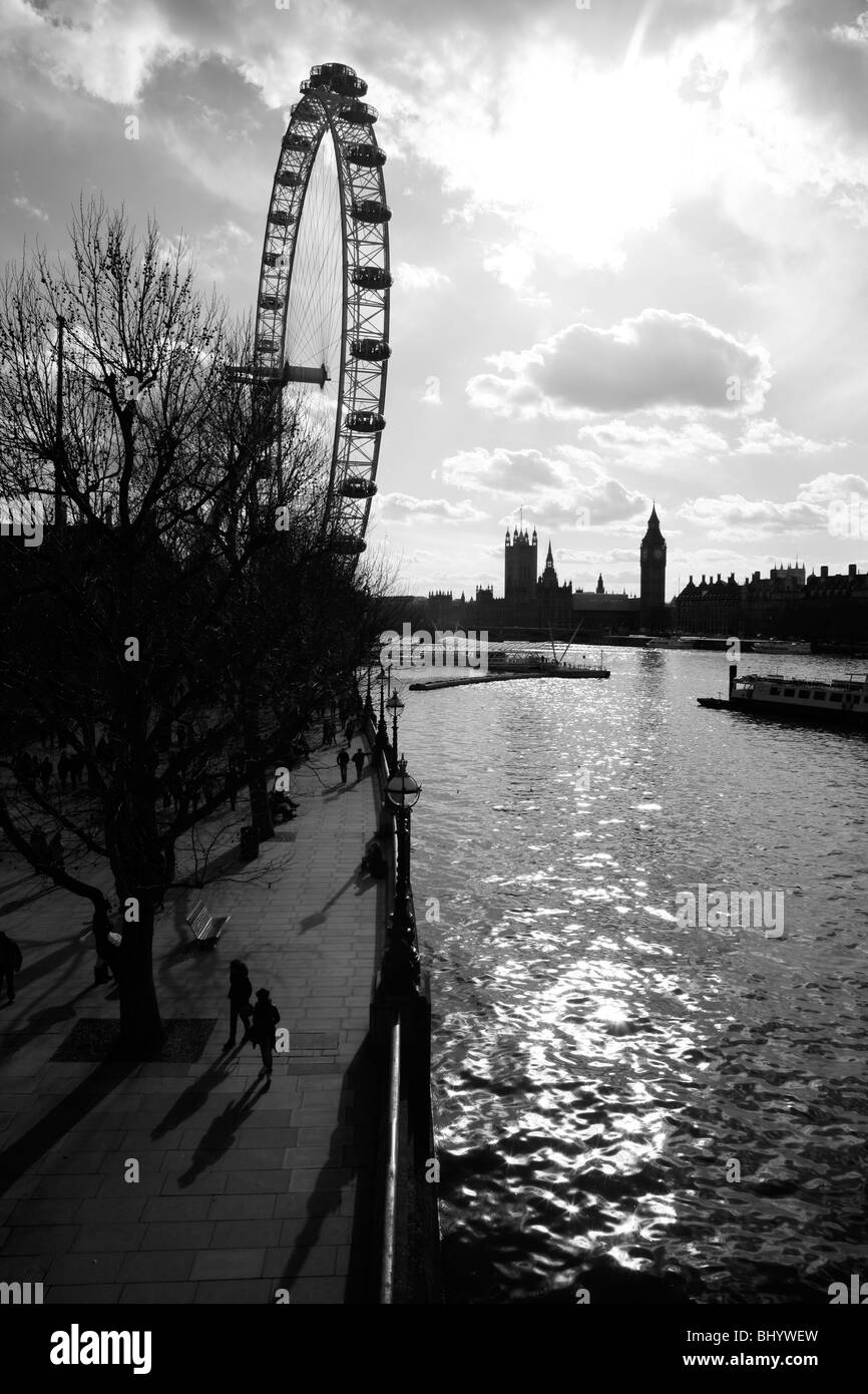 View up the River Thames to London Eye and Houses of Parliament, South Bank, London, Britain - Stock Image