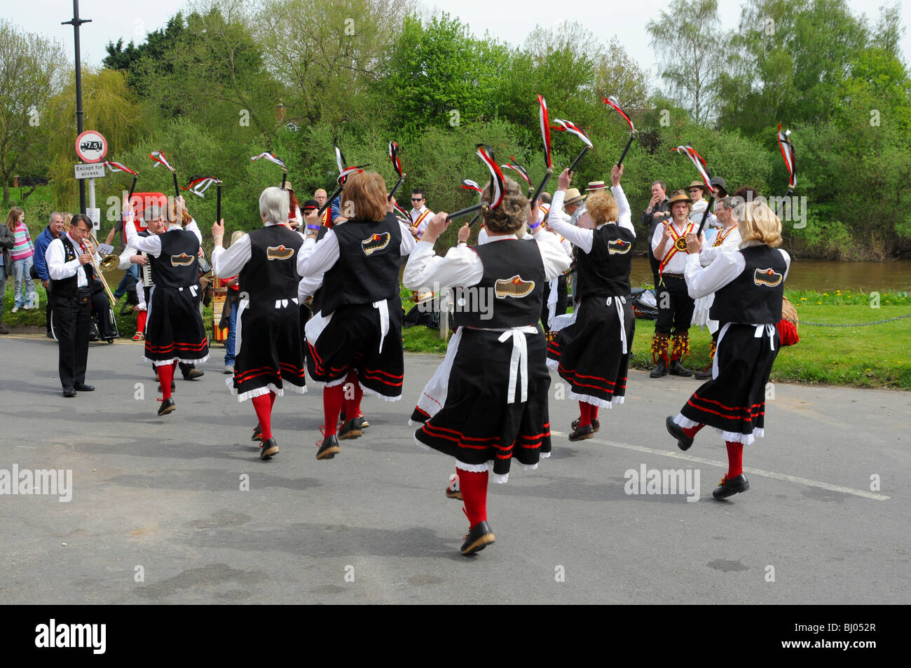 Morris dancers in action.  Mason's Apron, a northwest (clog) side dancing at the Upton-on Severn folk festival - Stock Image