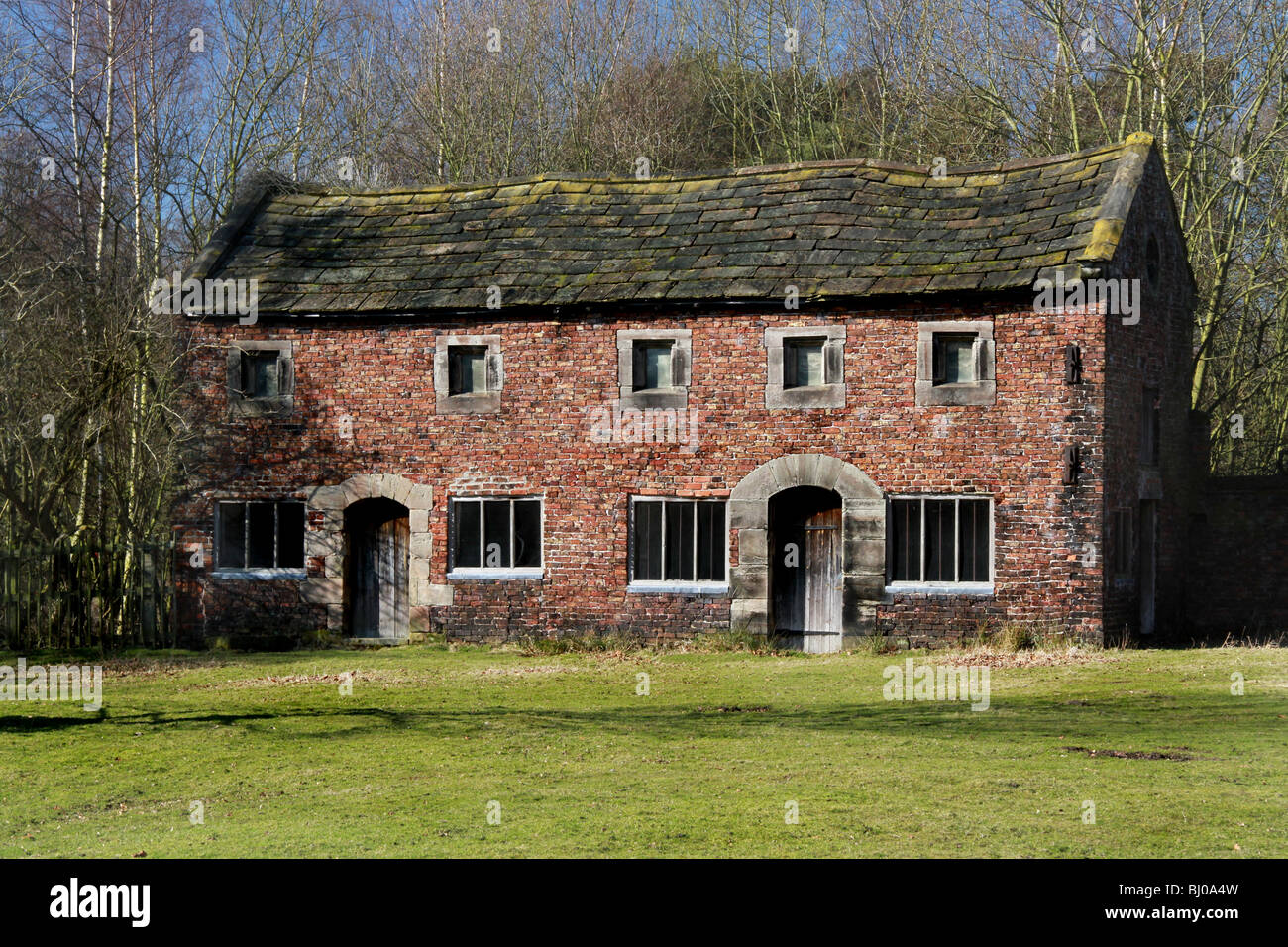 dunham massey  deer park, the old barn cottages in the grounds - Stock Image