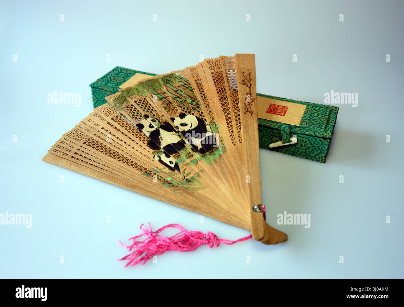 Chinese sandalwood fan with pandas Stock Photo: 28282568 - Alamy