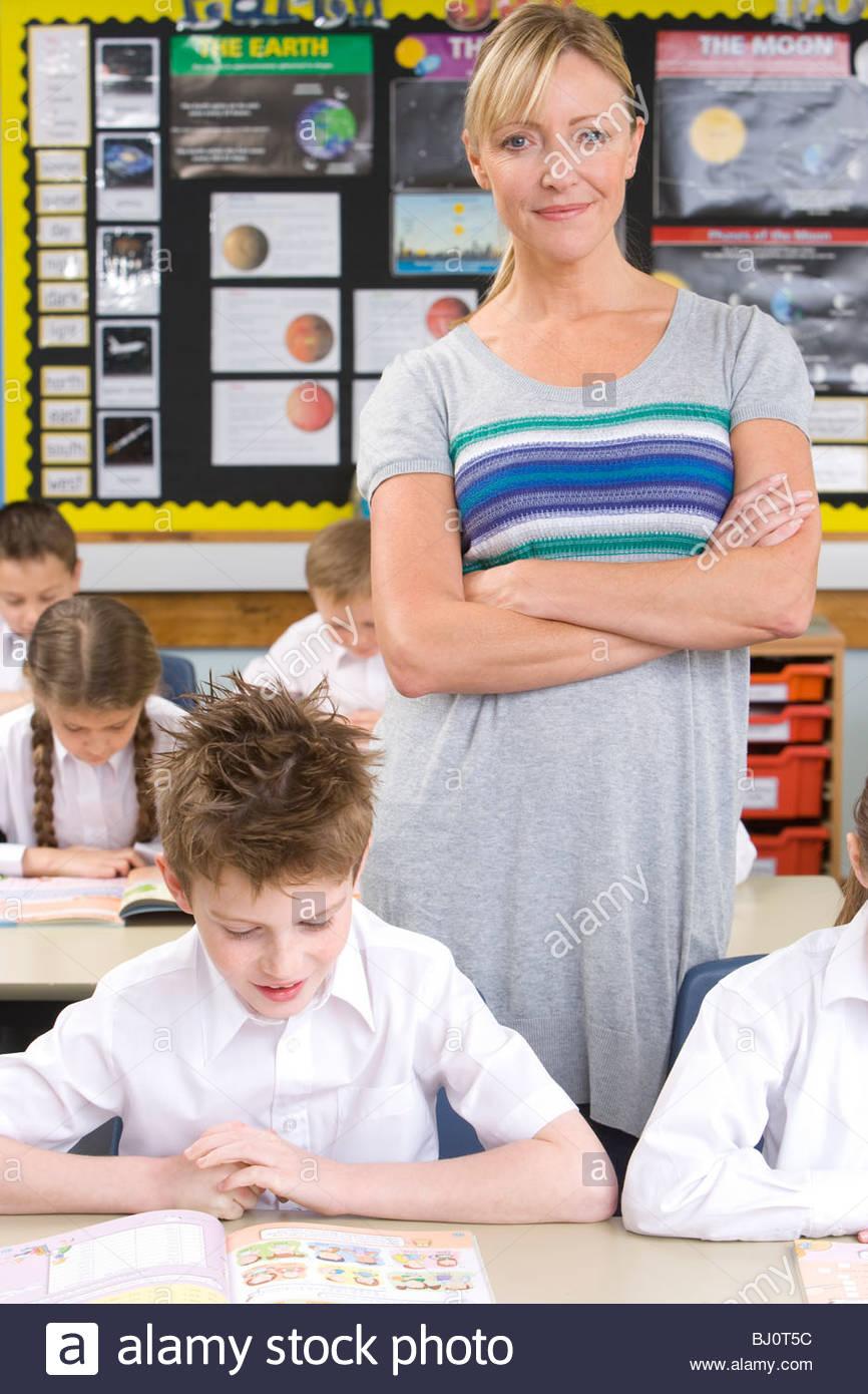 Teacher and school children in classroom - Stock Image