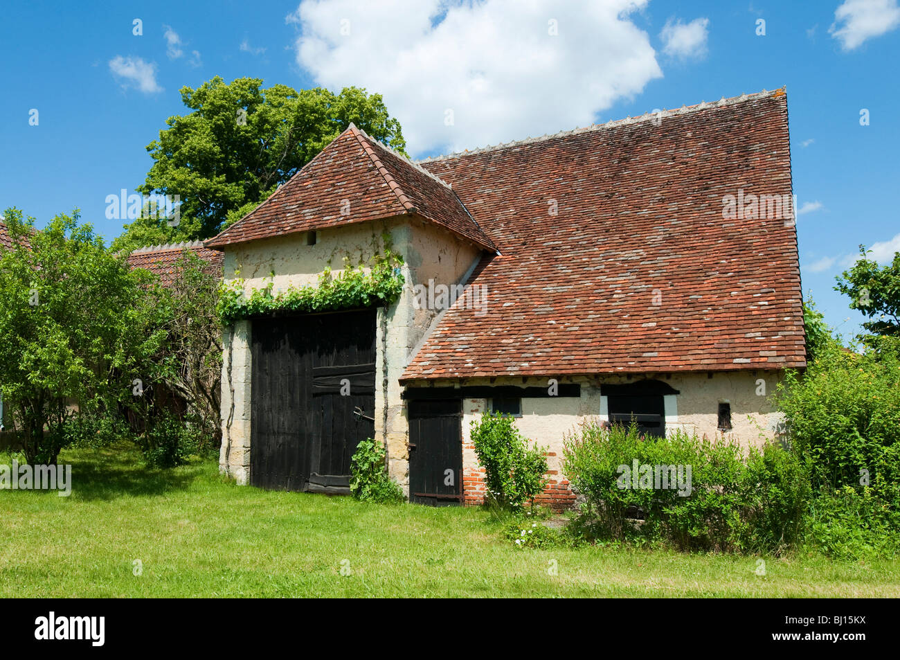 Traditional 16/17th century barn - Indre-et-Loire, France. - Stock Image