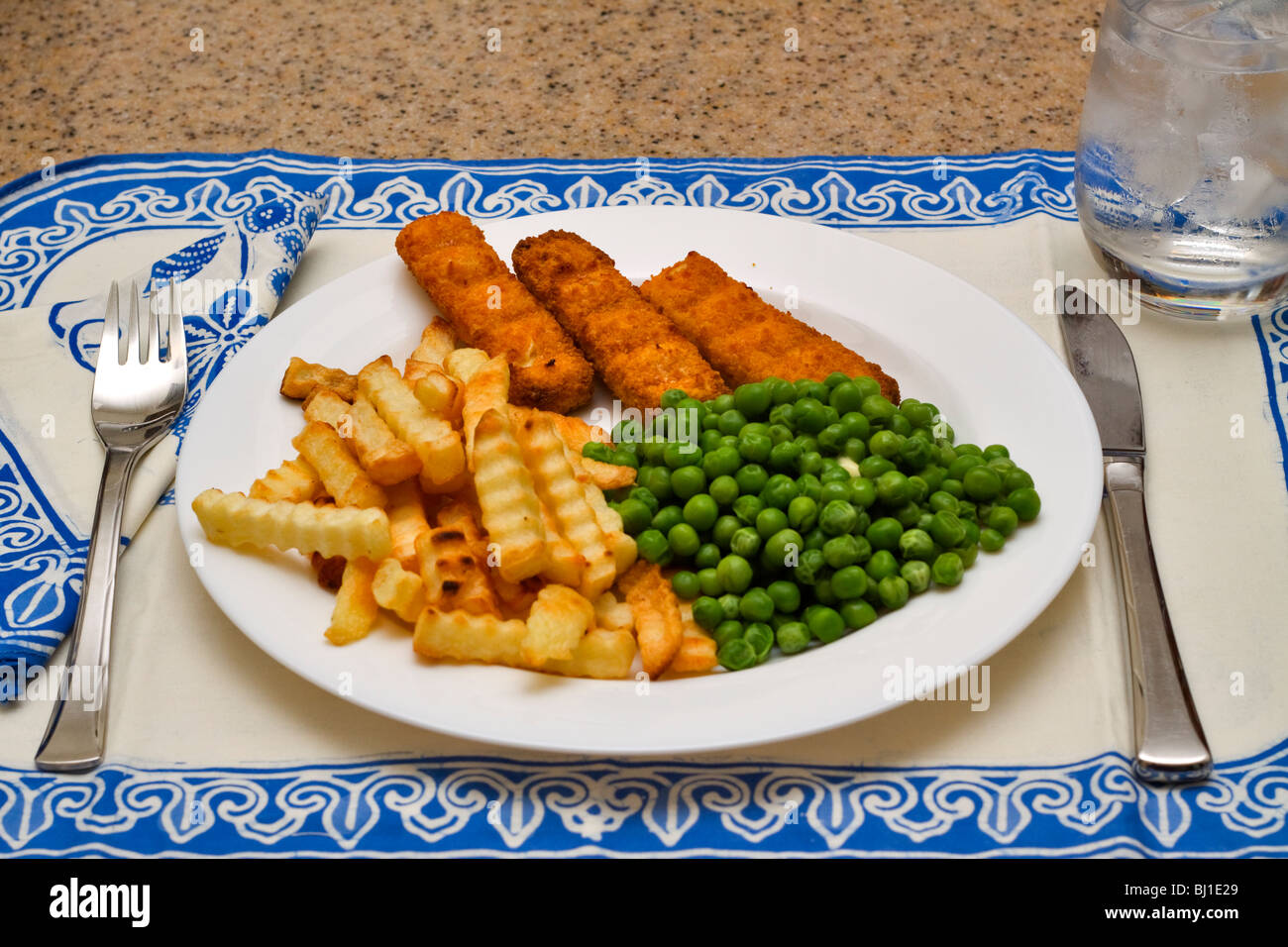 A light meal of fish sticks, chips and peas - Stock Image