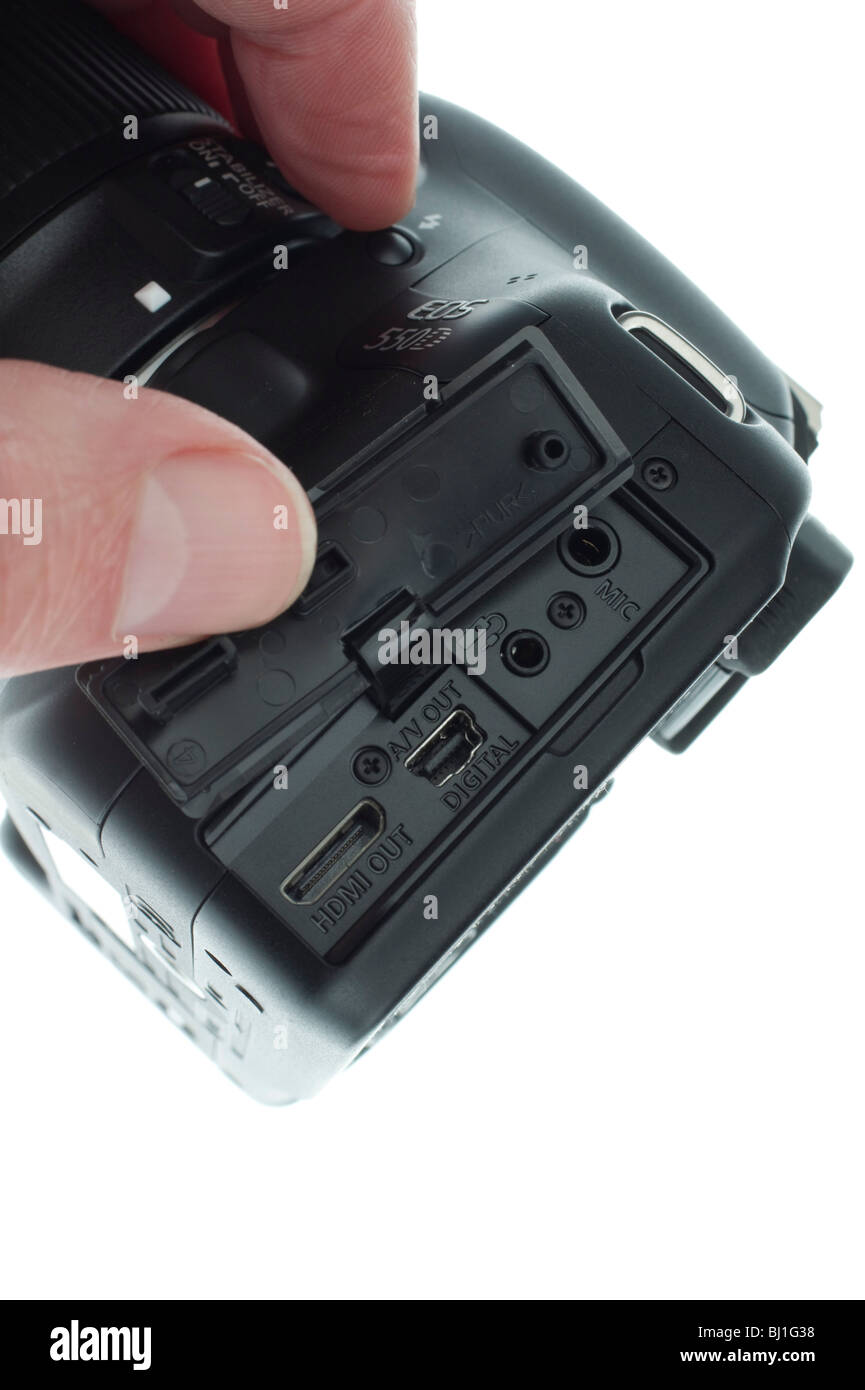 Canon EOS 550D - Interface ports for microphone, remote control, USB
