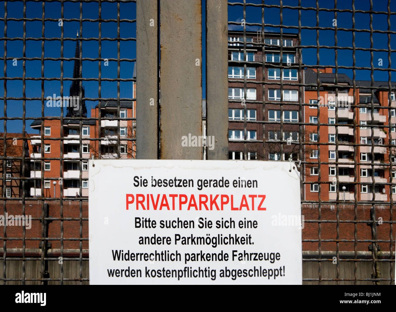 Parking forbidden sign reading Private property, illegally parked vehicles will be towed at the owners expense, - Stock Image
