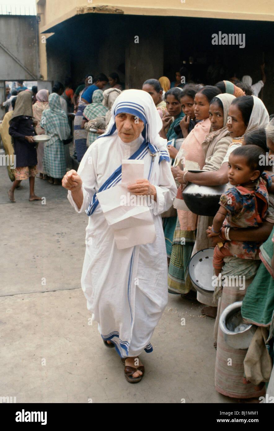 Mother Teresa Feeding The Poor Mother Teresa of Calcu...