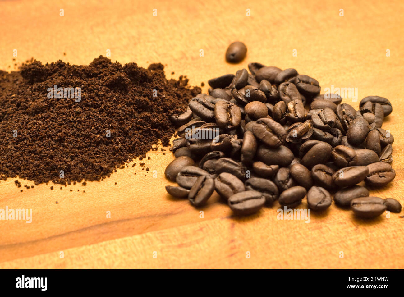 Arabica coffee, whole beans and freshly ground - Stock Image