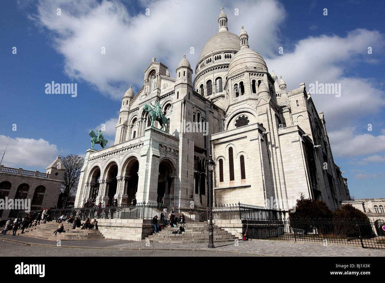 Pic by Mark Passmore/www.markpassmore.com GV of the Basilica of the Sacred Heart of Jesus of Paris, known as the - Stock Image