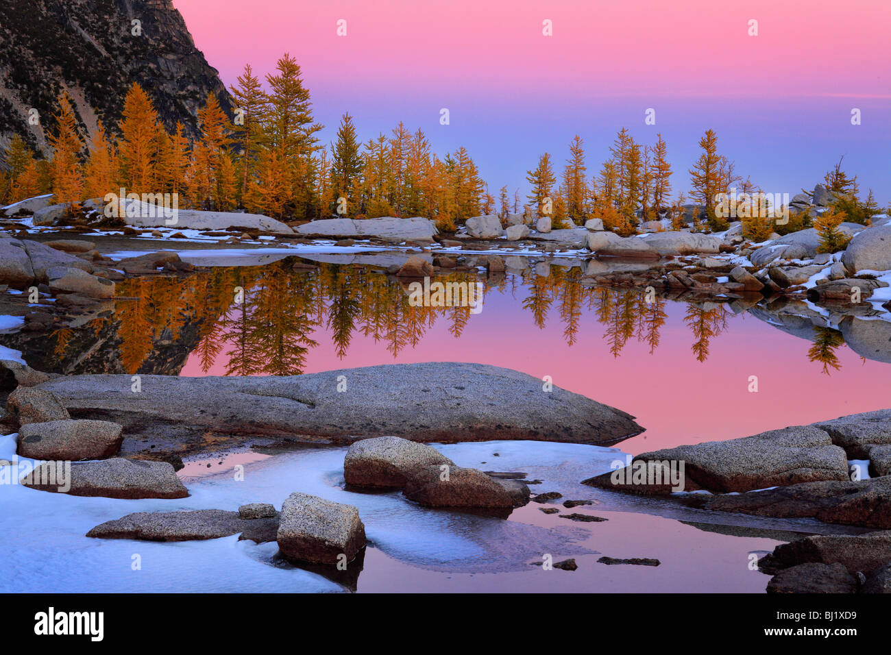 Sunrise at Gnome Tarn in the Enchantments Lakes wilderness - Stock Image