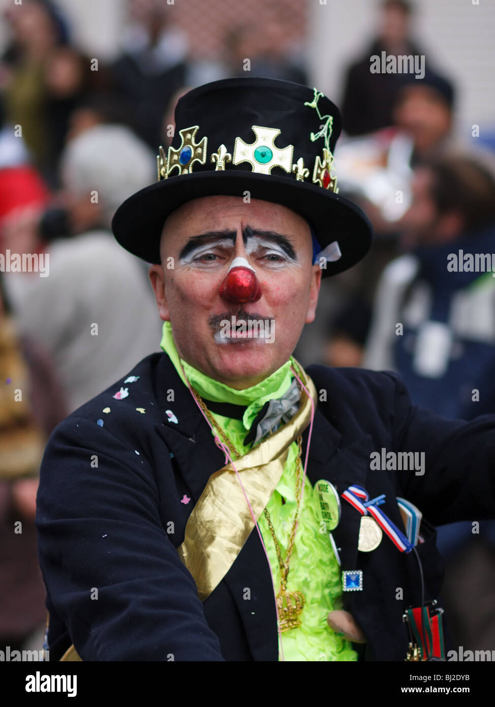 A man in a clown costume performing at the carnival parade in the streets of Paris, France - Stock Image