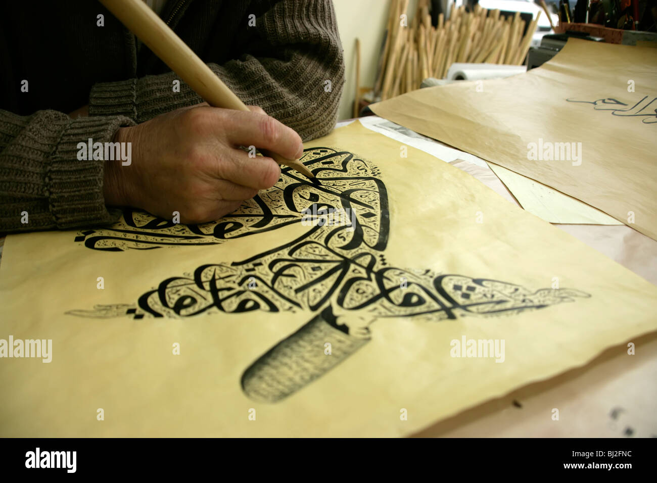 Traditional arabic calligraphy depicting a whirling dervish in Istanbul, Turkey, by Hattat Kamil Nazik - Stock Image