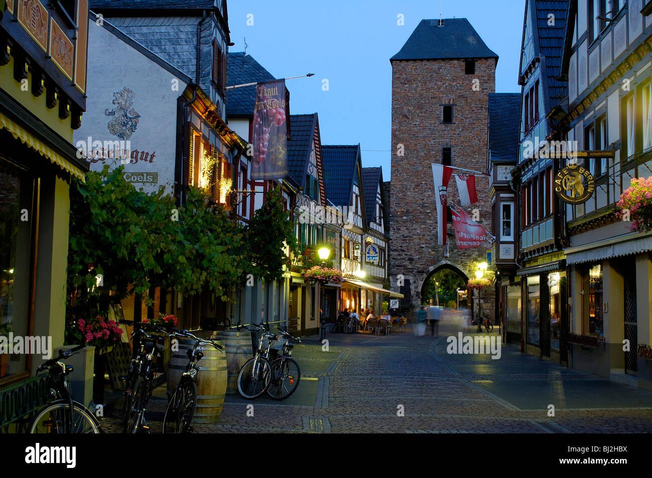 Eifel, Ahrtal bei Bonn Altstadt von Ahrweiler bei Dämmerung - Stock Image