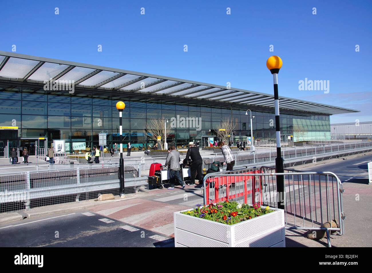 Departures level, Heathrow Terminal 4, Hounslow, Middlesex ...