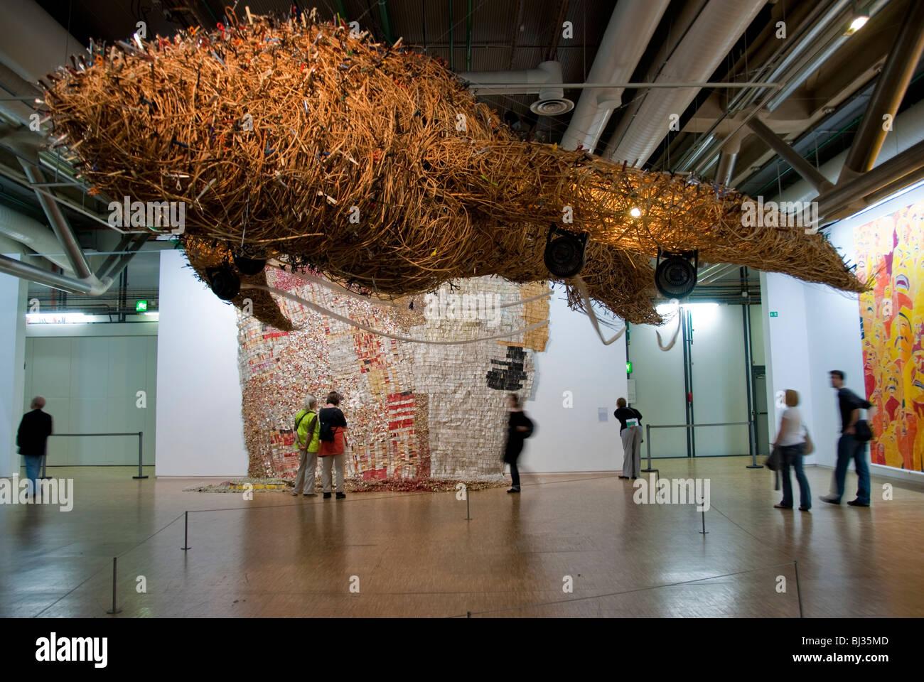 Paris france people visiting inside centre pompidou for Art minimal centre pompidou