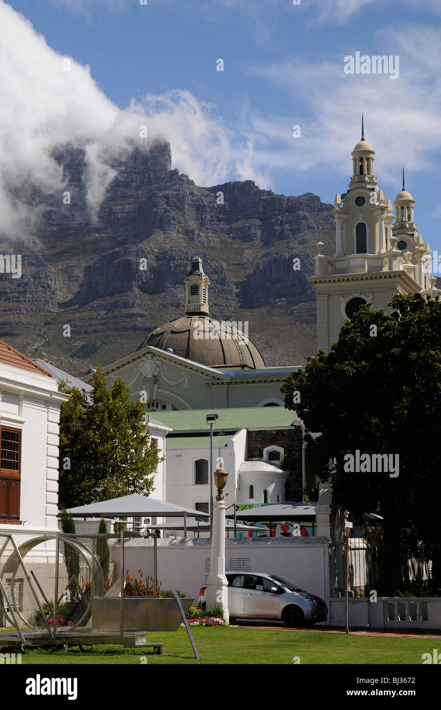 Mother Synagogue of South Africa The Garden Shul Great Synagogue in Company Garden Cape Town below Table Mountain - Stock Image