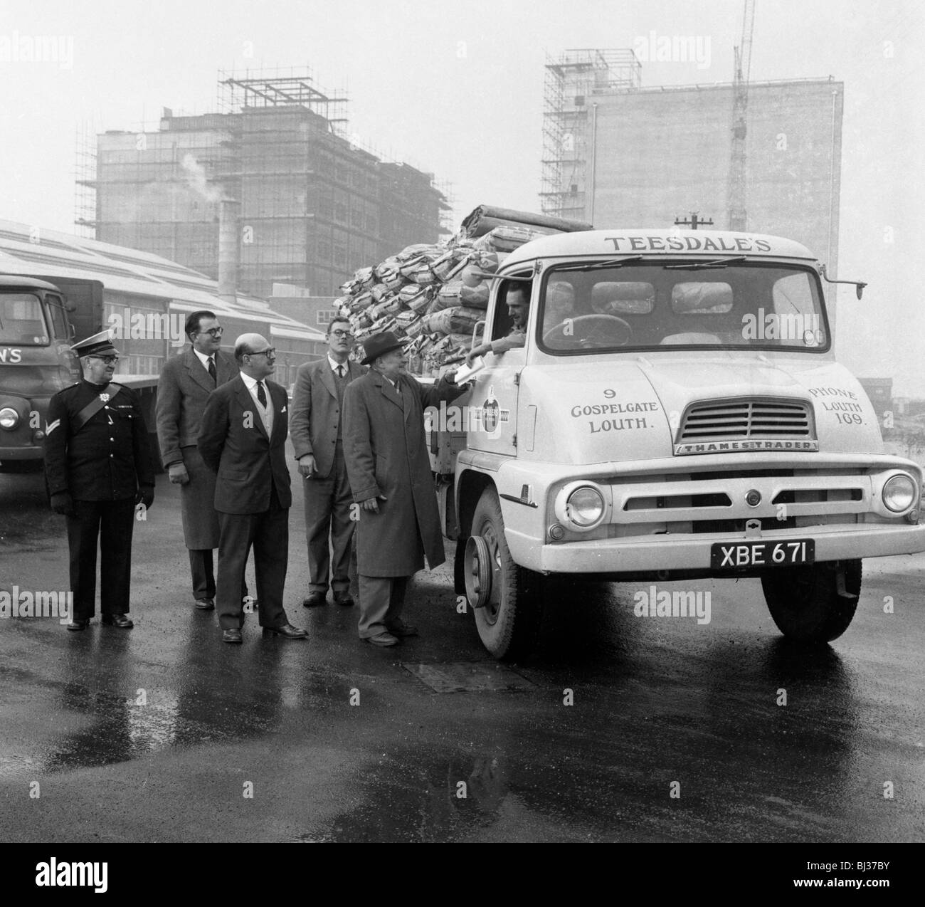 Lorry in front of the new Spillers Animal Food mill, Gainsborough, Lincolnshire, 1960. Artist: Michael Walters - Stock Image