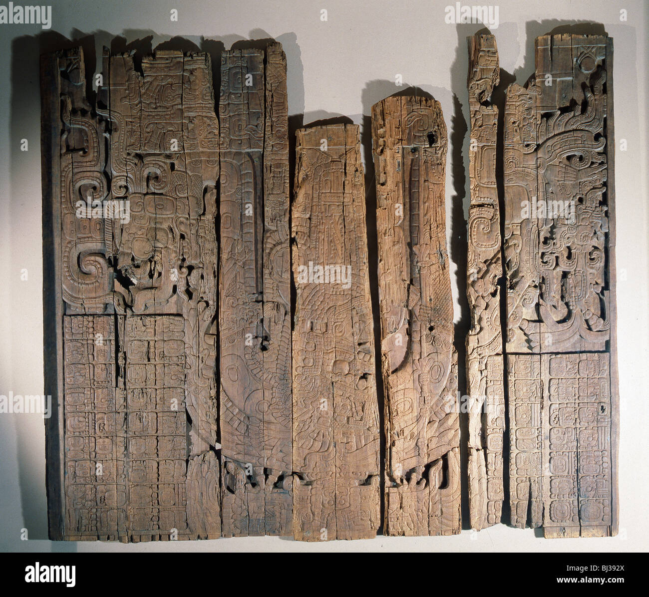 Mayan low relief carved wood lintel from temple iv at - Dinteles de madera ...
