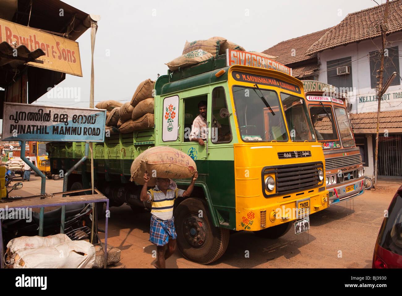 India, Kerala, Calicut, Kozhikode, Halwa Bazaar, man unloading sacks of spices from lorry - Stock Image