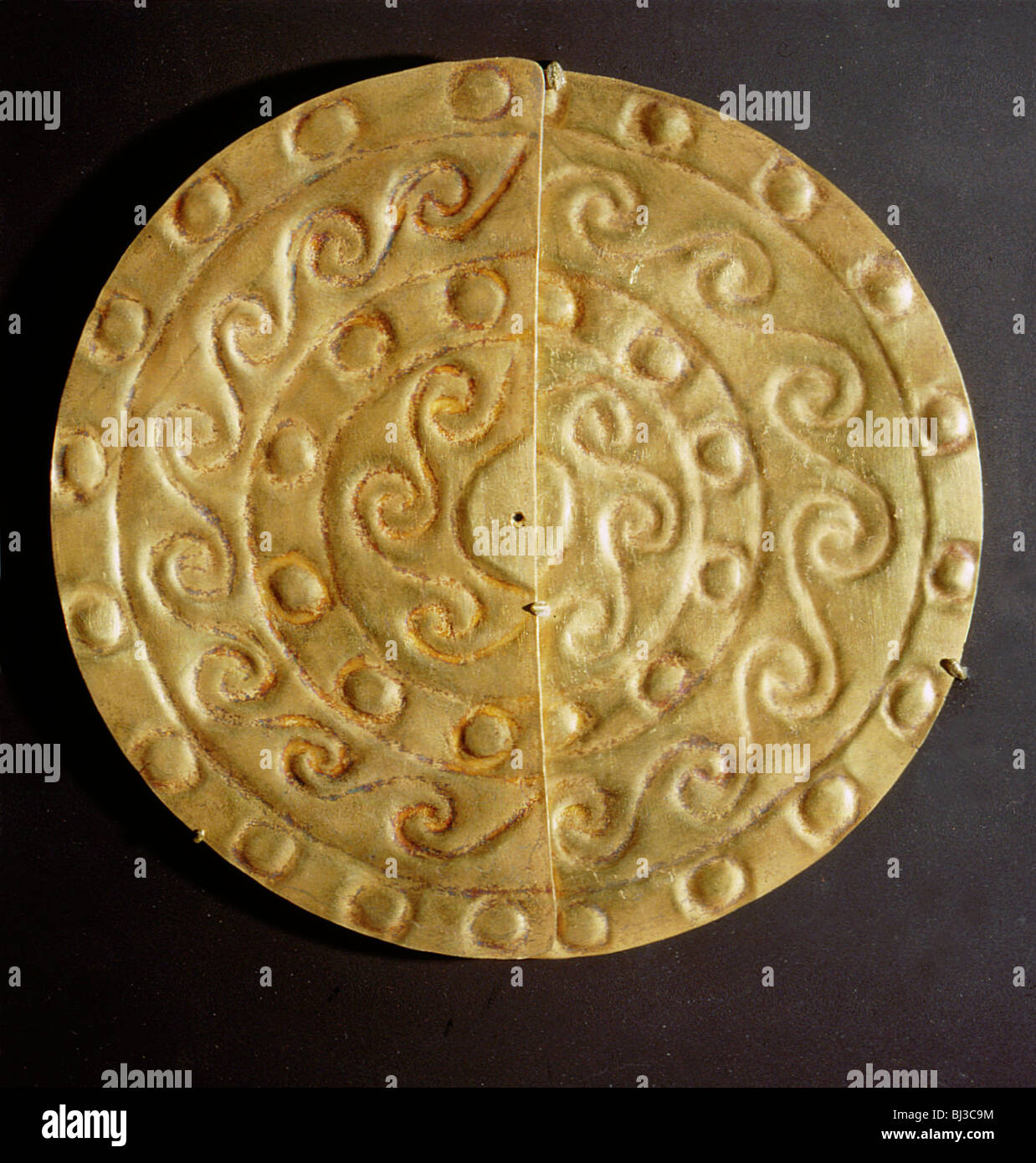 A pair of perforated embossed gold half-discs, Mochica, north coastal Peru, 100-600. Artist: Werner Forman - Stock Image