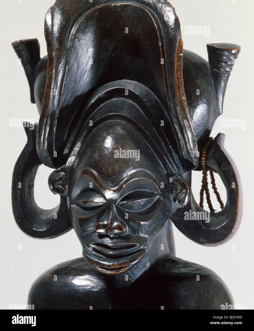 Wooden figure of a Chokwe chief, northern Angola or south-west DR Congo, 19th century. Artist: Werner Forman - Stock Image