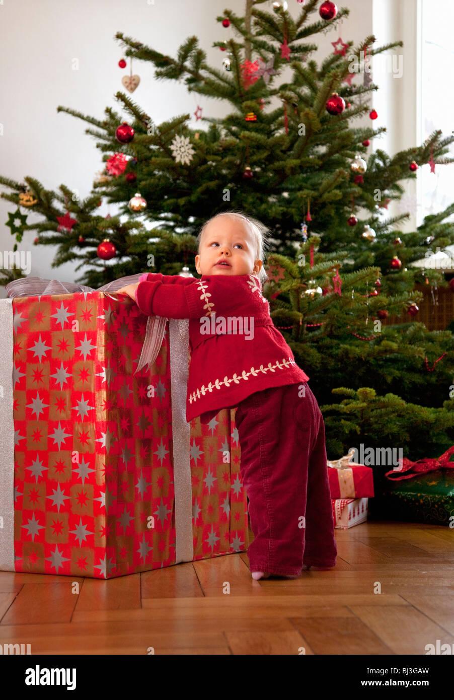baby girl with big christmas present Stock Photo: 28352881 - Alamy