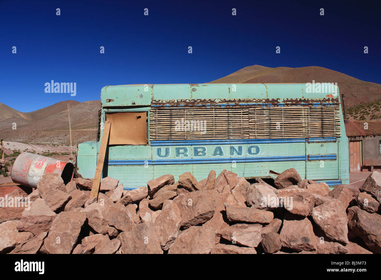 abandoned bus, Machuca, Altiplano, Chile - Stock Image