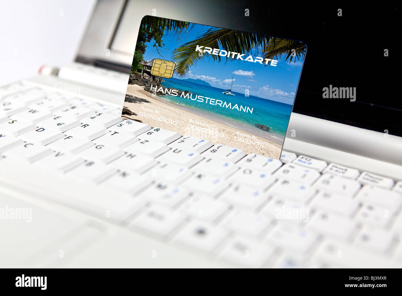 Credit card at a PC, notebook, symbolic image for booking holidays online Stock Photo