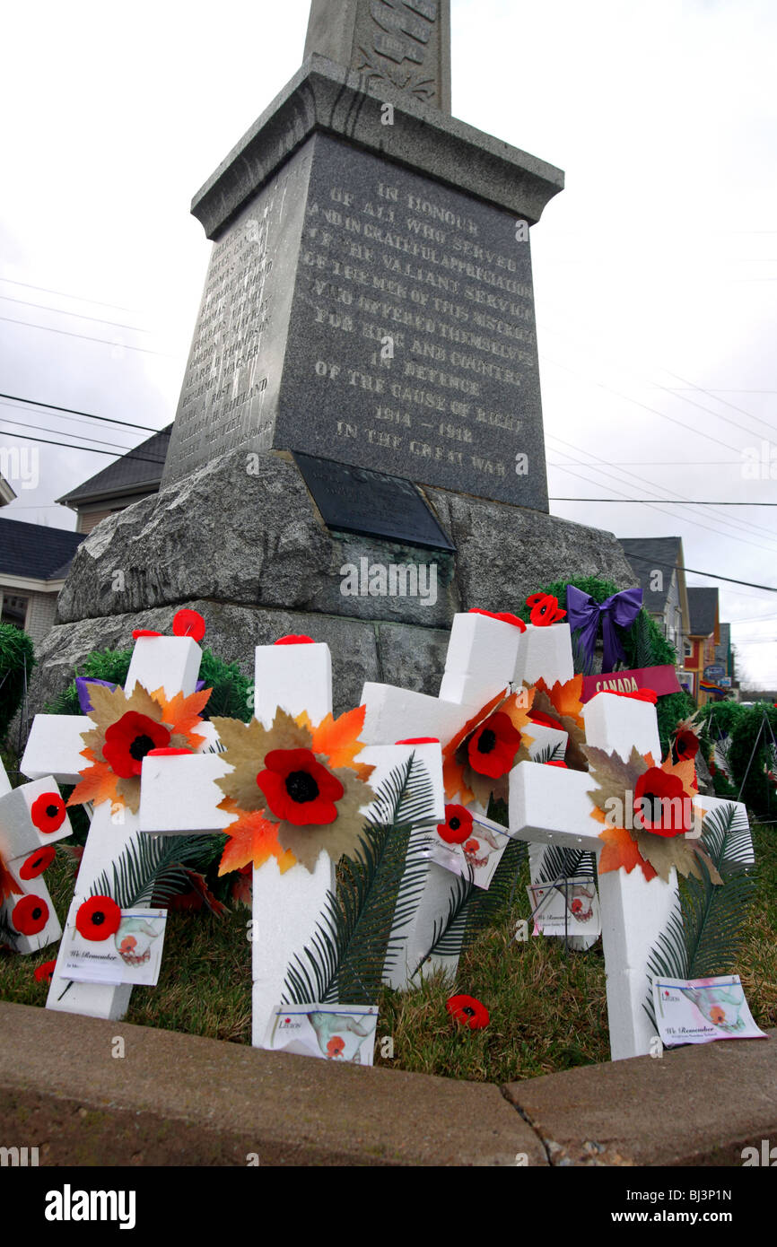 Poppies and crosses laid at a cenotaph on Remembrance Day in Canada - Stock Image