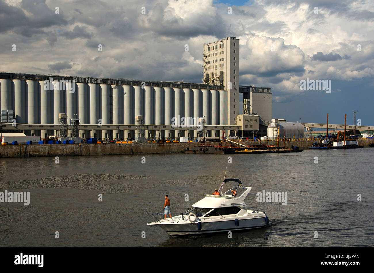 Port bason on the St. Lawrence River with a grain silo of the Bunge, Port of Quebec City, Quebec, Canada - Stock Image