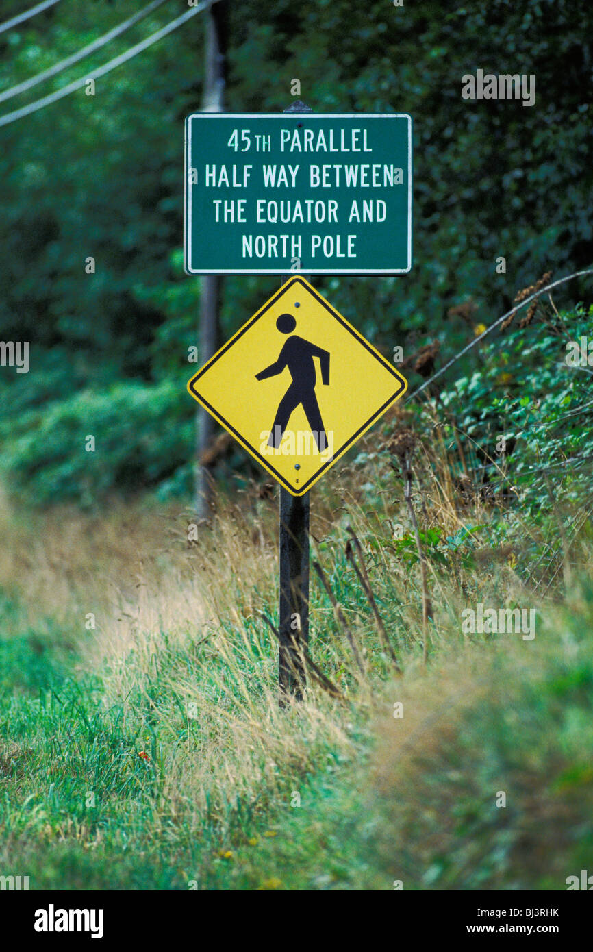 45th Parallel Sign Marks Half Way Point Between The Equator And The North Pole Near Lincoln City Oregon - Stock Image