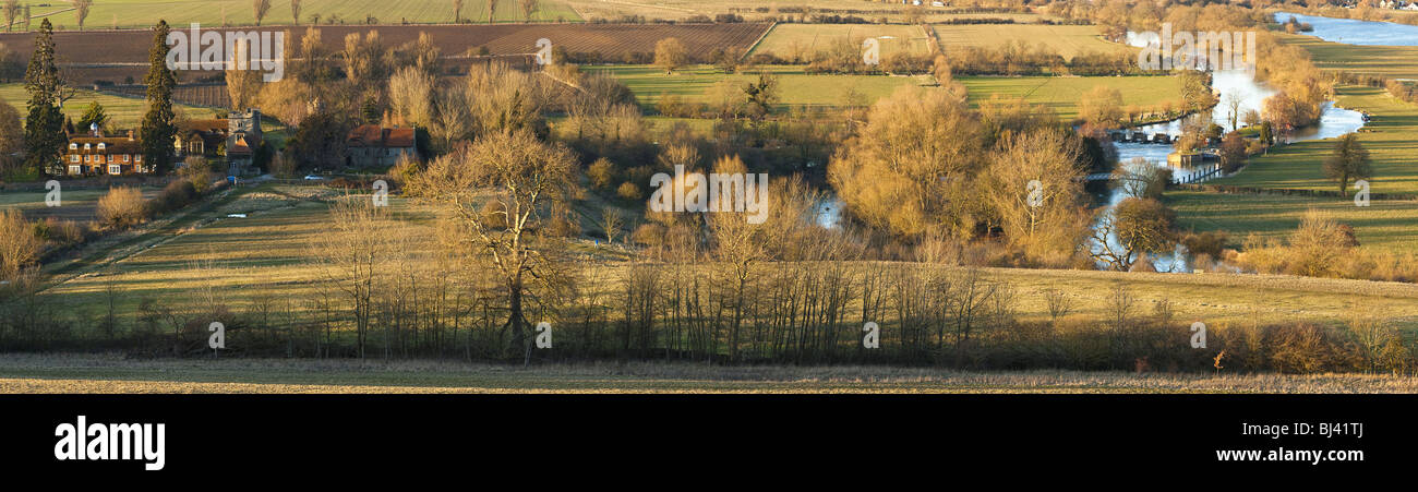 Evening light over the River Thames and Day's Lock from Wittenham Clumps near Wallingford, Oxfordshire, Uk - Stock Image