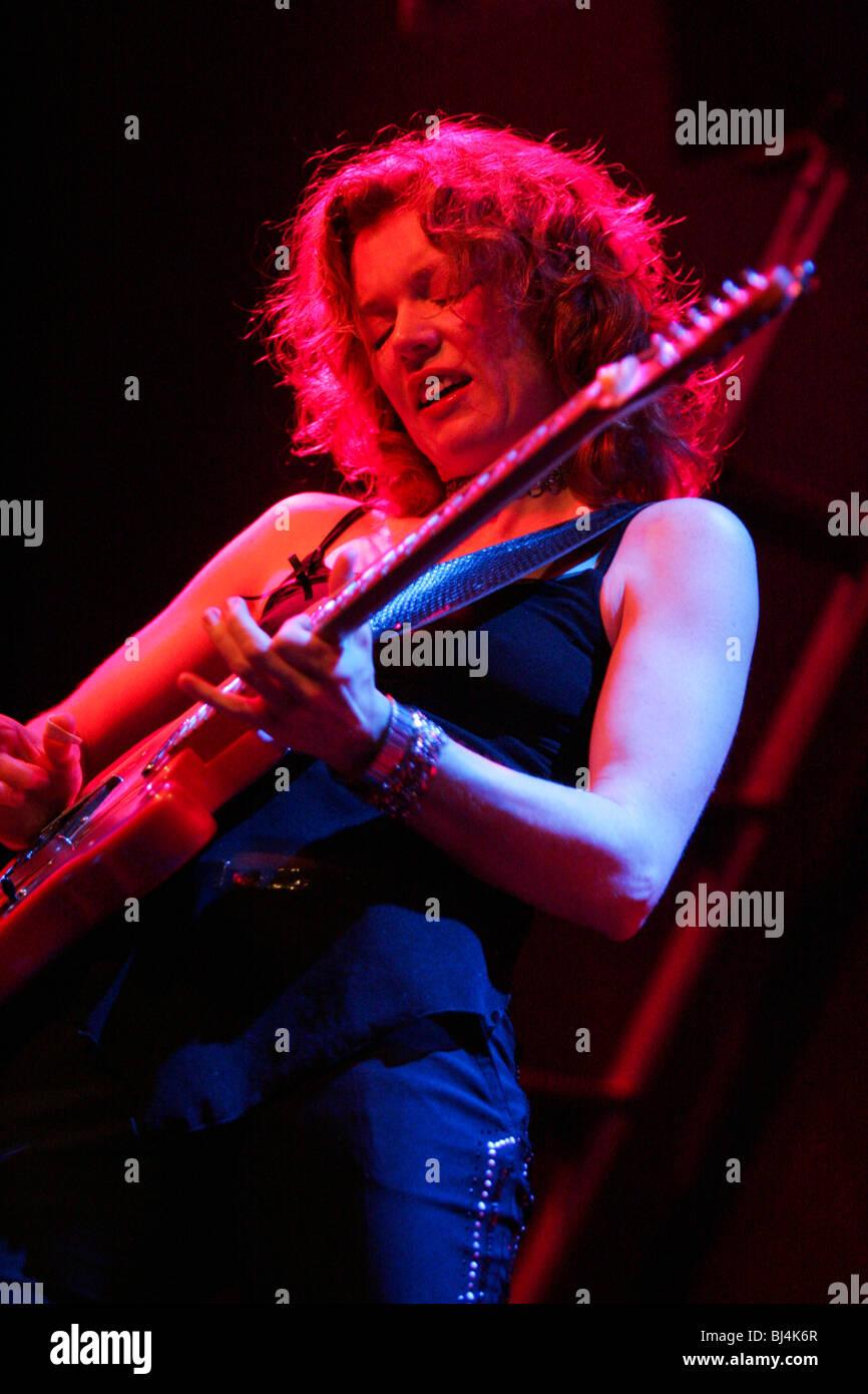 Canadian blues singer, guitarist and songwriter Sue Foley live at the Moonwalker Music Club in Aarburg, Aargau, Stock Photo