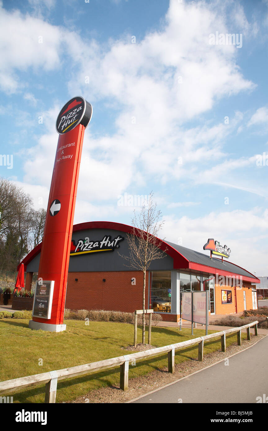 Pizza Hut Restaurant In Crewe Uk Stock Photo 28400131 Alamy