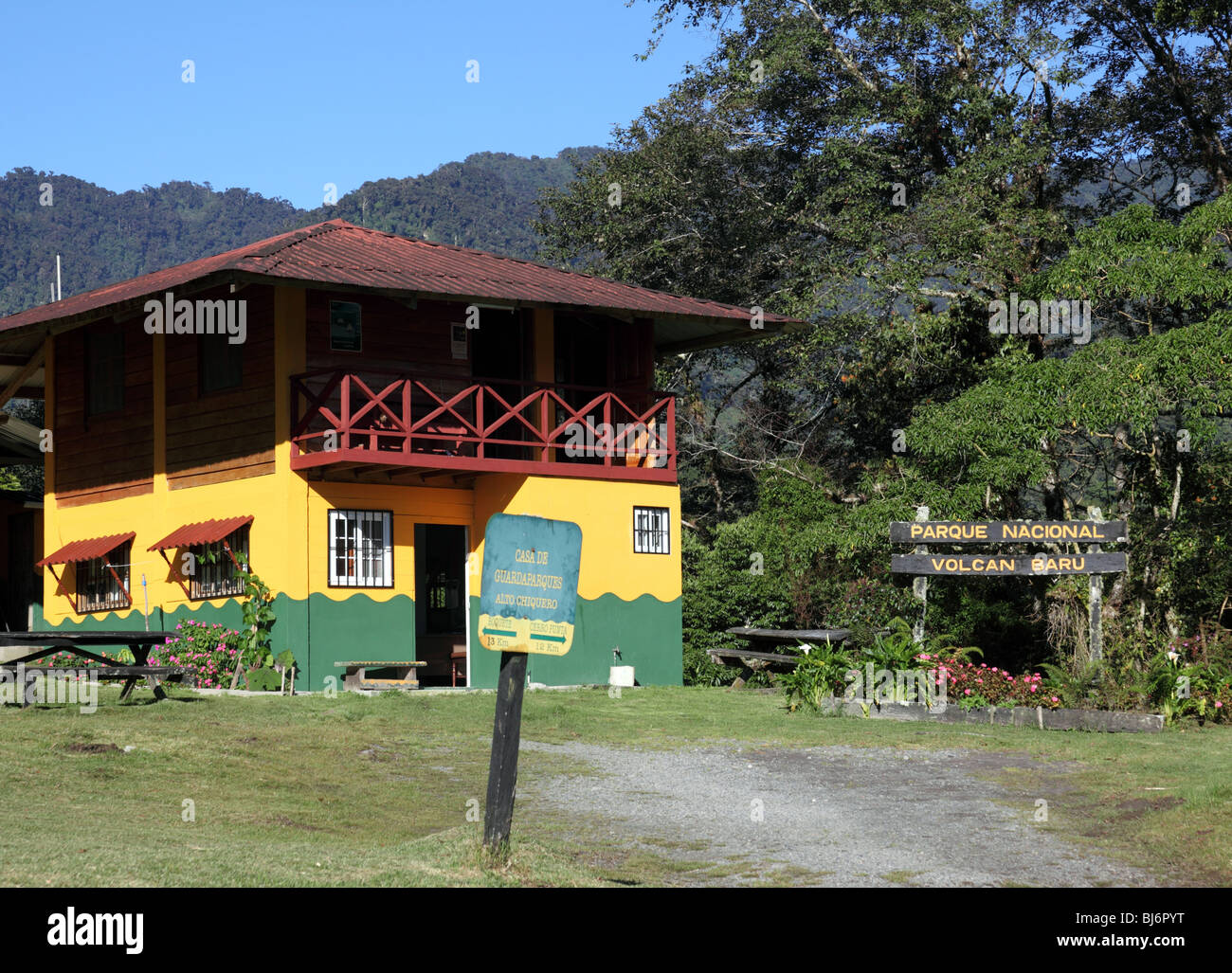 ANAM wardens building in cloud forest at start of Quetzal Trail, Volcan Baru National Park, near Boquete, Chiriqui, - Stock Image