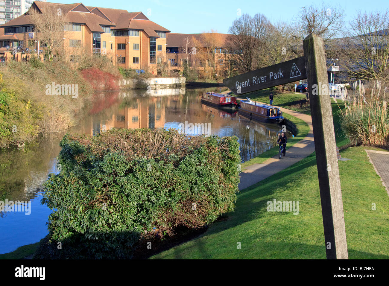 Brent River Park on the Grand Union Canal, Brentford, London - Stock Image