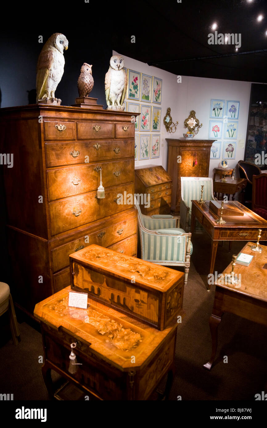 Exhibitor / stall selling antique furniture, and ornaments, at the Antiques  & Fine Arts - Stalls Furniture Selling Wooden Stock Photos & Stalls Furniture