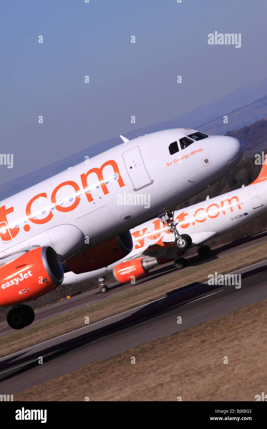 Easyjet Airbus A319 aircraft plane landing airline - Stock Image
