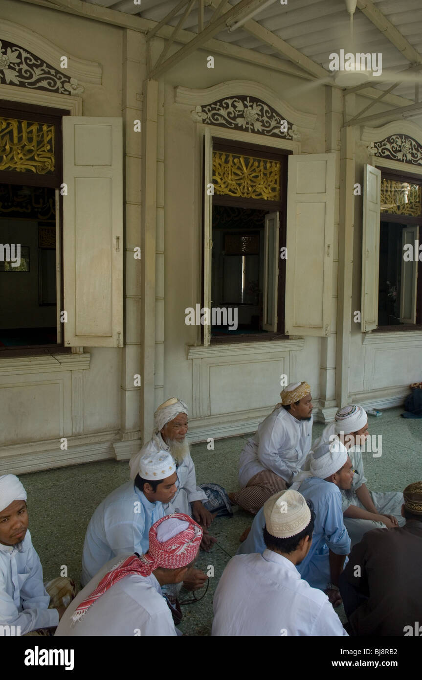 Moslems at Haroon Mosque, Bangkok, Thailand - Stock Image