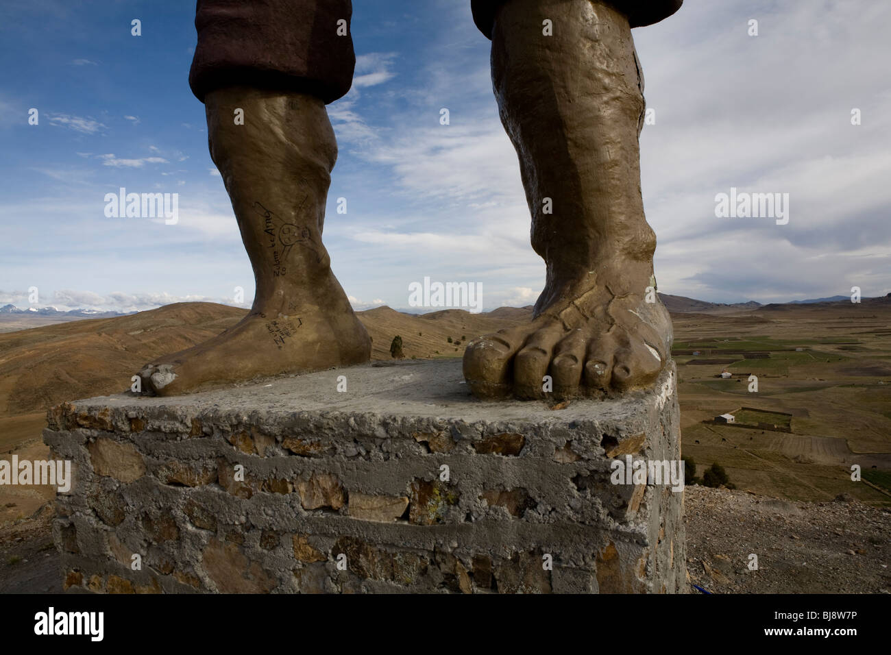 The feet of the sculpture of indigenous hero tupak katari on a hill top outside achacachi, bolivia - Stock Image