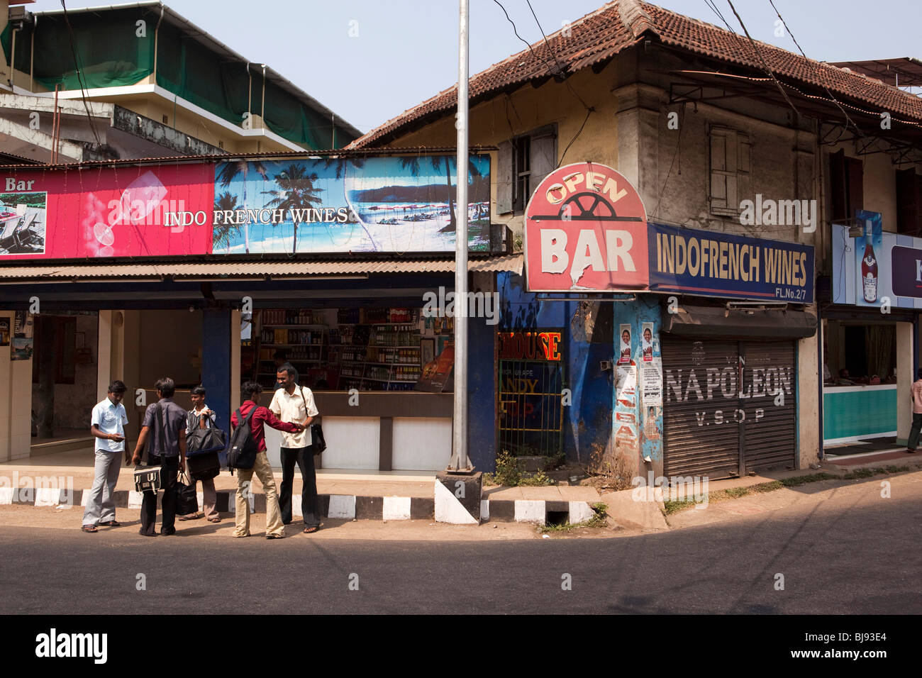 India, Kerala, Mahe (Pondicherry) Union Territory, cheap alcohol sales, men outside Indo French Wines Shop and Bar - Stock Image