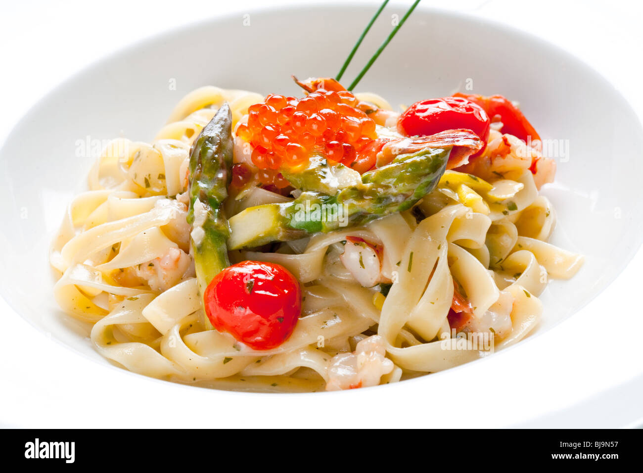 Italian noodles with red caviar and asparagus - Stock Image