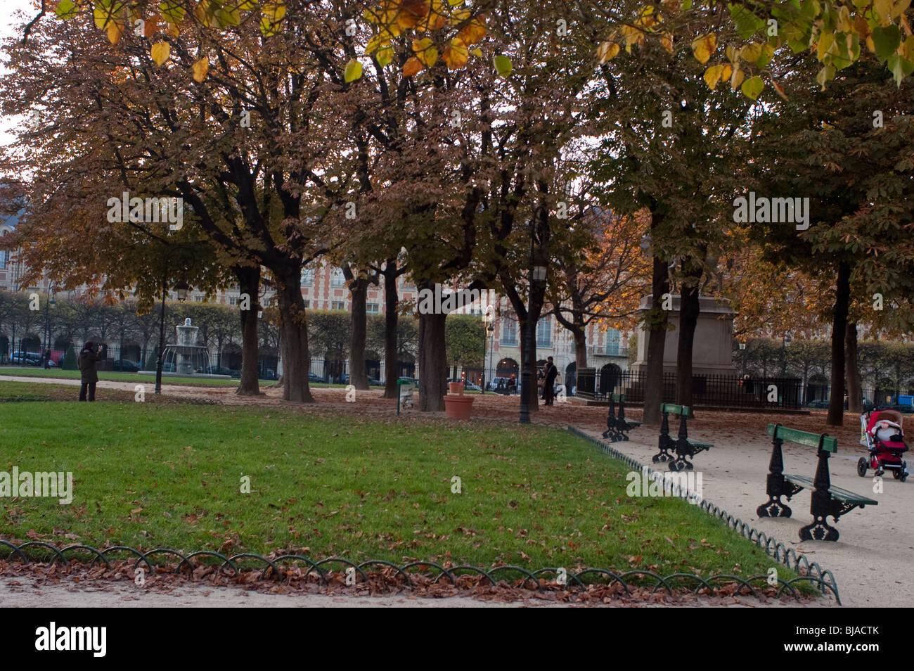 Paris, France, Public Parks, Place des Vosges, in Autumn,  Panoramic VIew - Stock Image