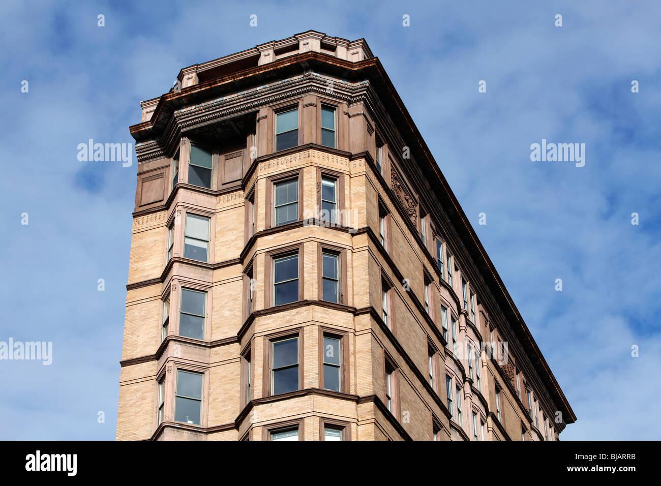 Boston, Massachusetts, Back Bay, multi story apartment building with bay windows - Stock Image