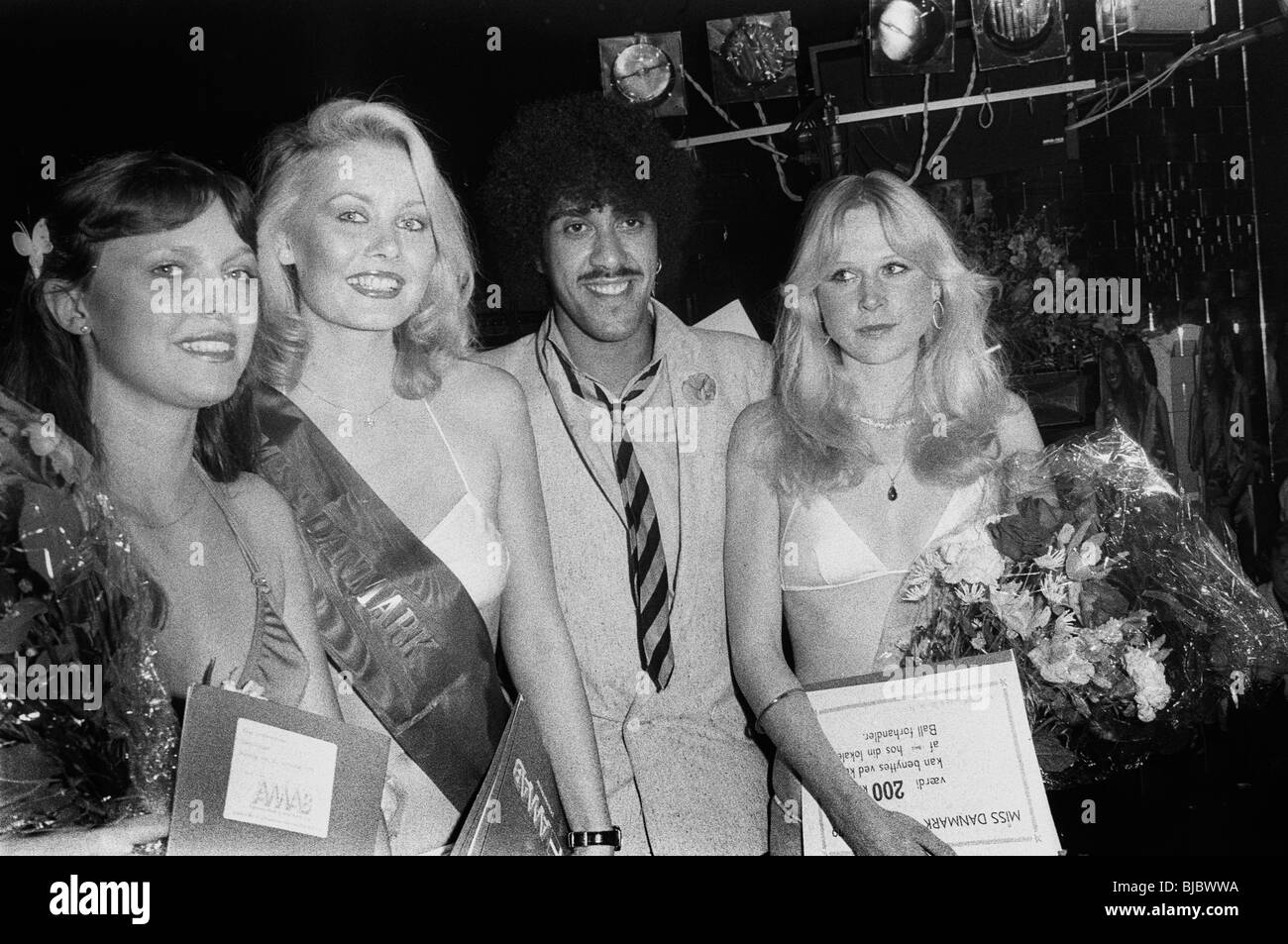 Thin Lizzy on tour in Scandinavia in 1979. Phil Lynott as a jury member in a beauty-contest in a Copenhagen night - Stock Image
