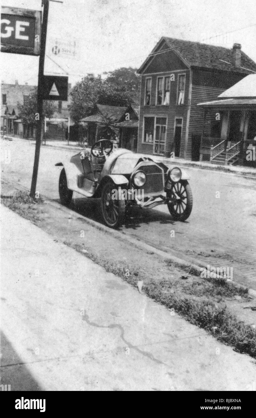 A stutz bearcat car is parked in a street of Cairo, Illinois during the 1910s. automobile race status symbol - Stock Image