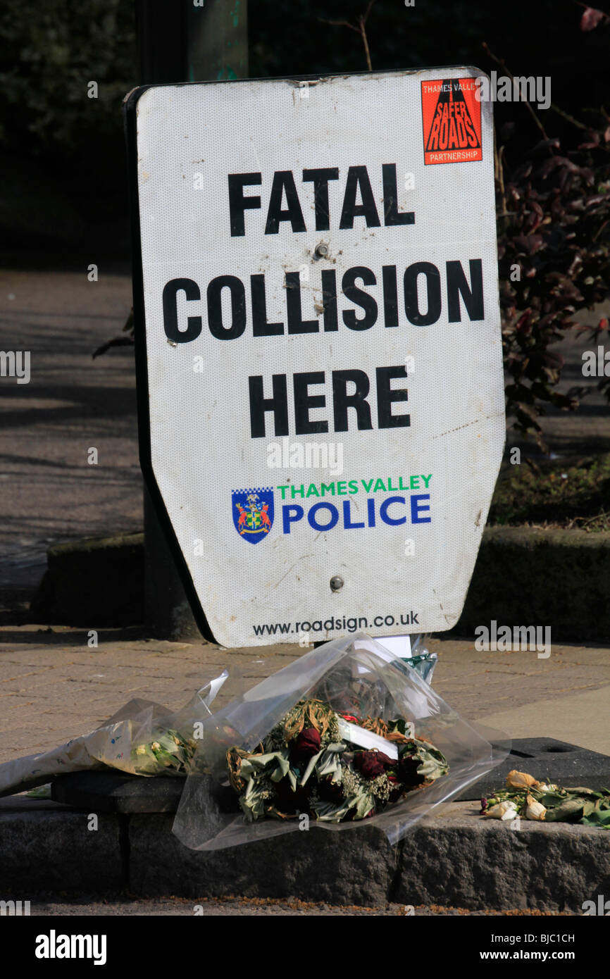 sign fatal collision here thames valley police banbury town centre high street oxfordshire england uk gb - Stock Image